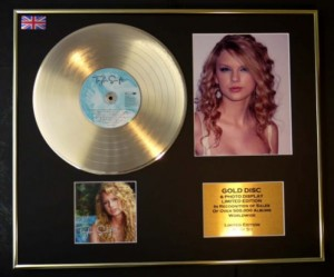 TAYLOR SWIFT Taylor Swift GOLD - display + photo