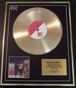 TAYLOR SWIFT Red GOLD - display